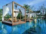 1-tropical-retreat-in-lush-gardens