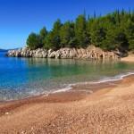 Чистая вода практически у всех пляжей Черногории